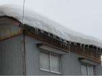 屋根雪による軒折れ